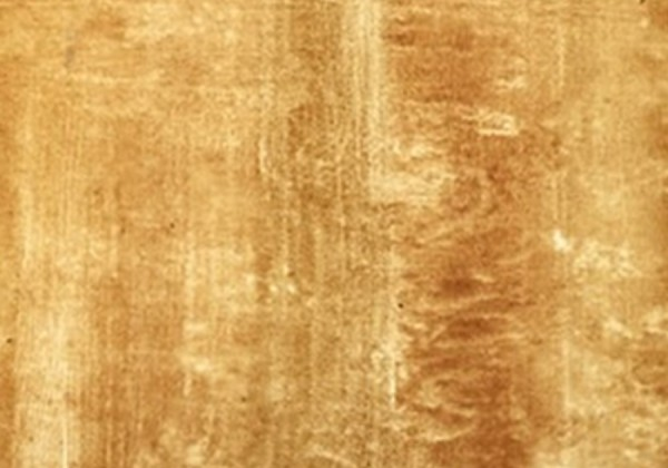 POLISHED TRAVERTINE TILES WITH DARKER HONEY COLOR
